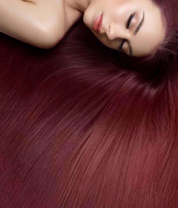 קורס החלקות שיער - אישה עם שיער חלק ובריא