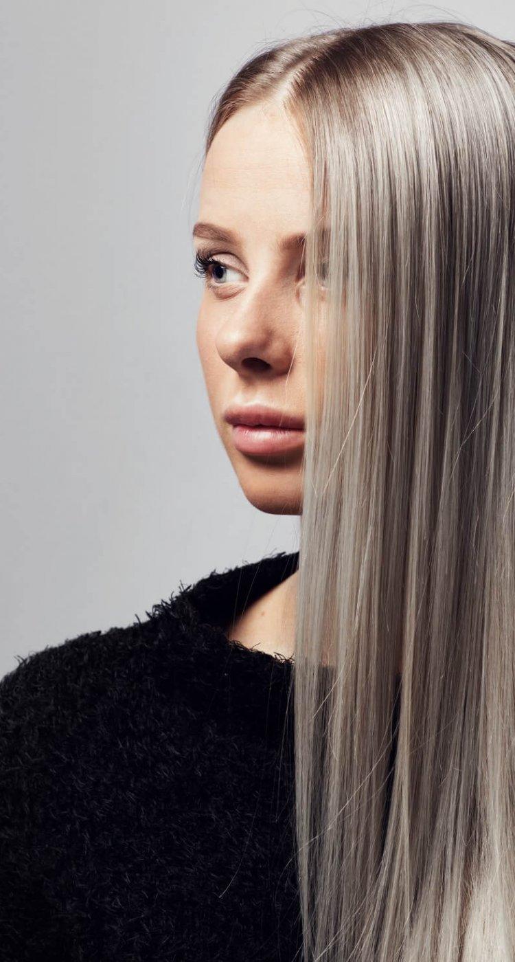 אישה עם תוספת שיער